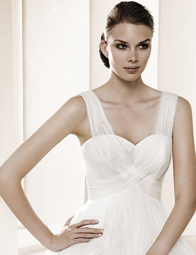 свадебные платья в традиционном испанском стиле, который очень любят в России: дорогие кружева, великолепные силуэты, идеальная посадка по фигуре